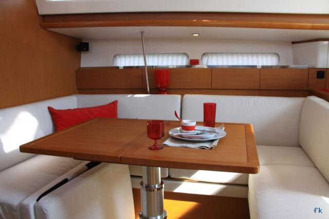 Sun Odyssey 41 DS - Photo 2