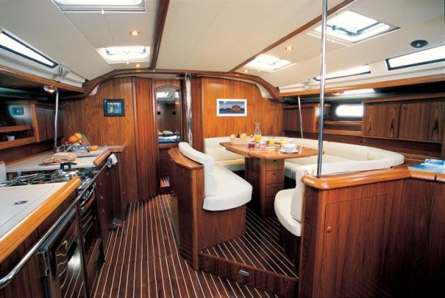 Sun odyssey 49 choisir un bateau for Bateau de luxe interieur